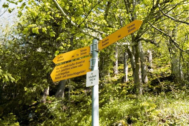 Wegweiser auf Wanderwegen in Amden Weesen